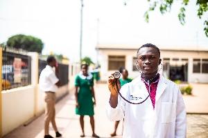 Gov't recruiting health professionals