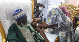 Chief Imam taking the vaccine