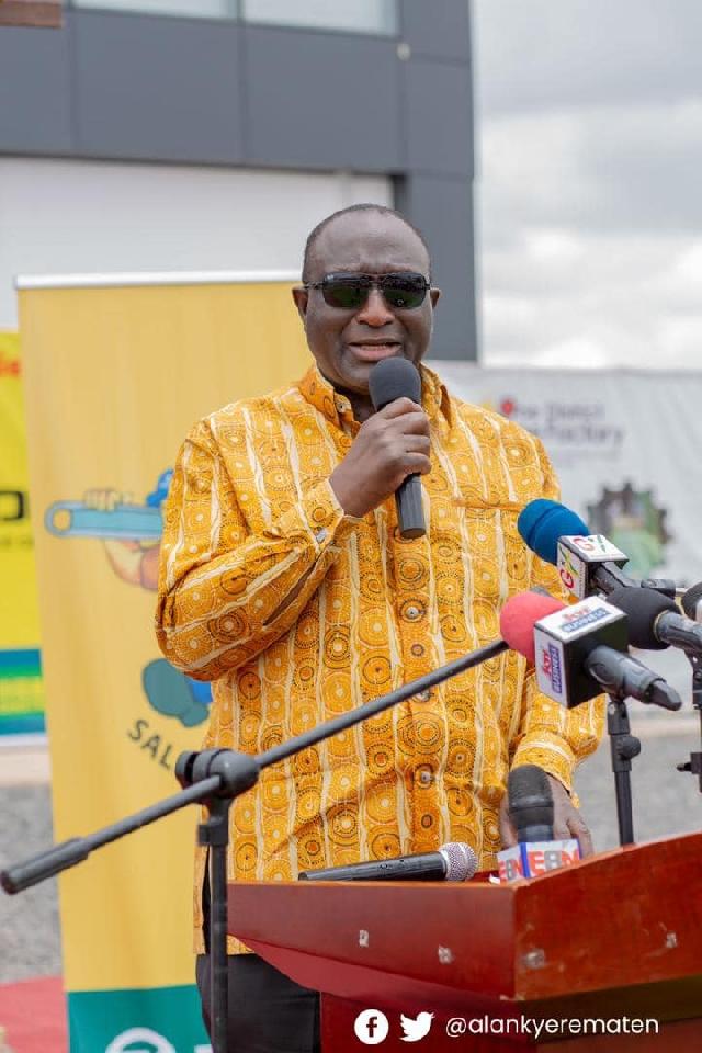 Trade Minister inaugurates new branch of Zonda Tech Ghana 84700023