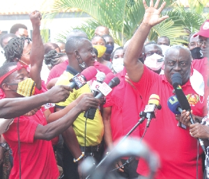 TEWU suspends strike