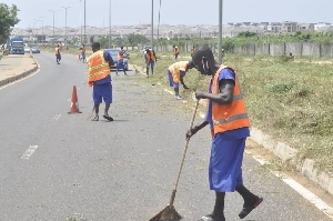 Some inmates cleaning the cityrcise